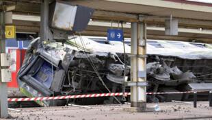 Крушение поезда в Бретиньи сюр Орж в департаменте Эссон под Парижем 12/07/2013