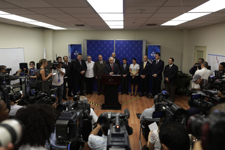 El jefe de la autoridad del Canal de Panamá, Jorge Quijano, en una rueda de prensa en Ciudad de Panamá, este 5 de febrero de 2014.