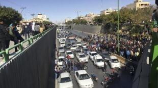 وقایع آبان ٩٨ با اعتراضهای مردم به گرانی بنزین شروع شد