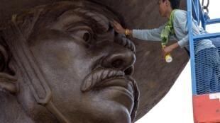 Hoàng gia là chủ đề cấm kỵ tại Thái Lan. Tượng vua Taksin vừa được khánh thành tại công viên Ratchapakdi, tỉnh Prachuap Khiri Khan, ngày 05/08/2015.
