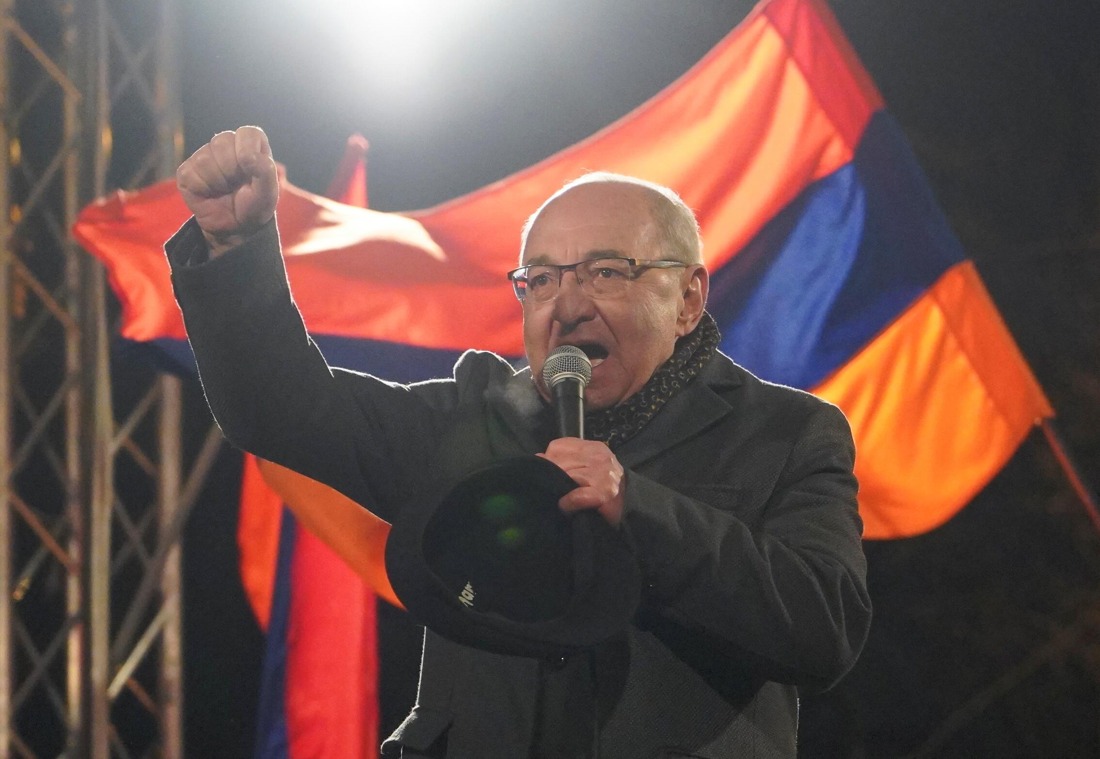 Вазген Манукян на акции с требованием отставки кабинета Никола Пашиняна 1 марта 2021.