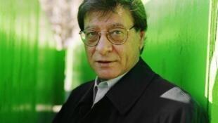 Mahmoud Darwich à Paris, le 7 décembre 2001.
