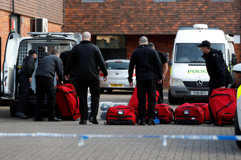 Inspetores da Organização para a Proibição de Armas Químicas (OPAQ) no local onde o ex-espião russo Sergei Skripal, foi envenenado. Salisbury, Inglaterra, em 21 de março de 2018.