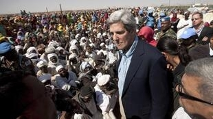 U.S. Senator John Kerry visits Shangil Tobaya in North Darfur, 7 January , 2011