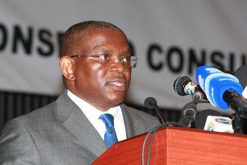 O Ministro Angolano das Relações Exteriores Georges Chicoty.