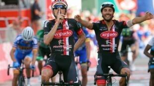 O espanhol Vicente García de Mateos (esquerda) venceu a segunda etapa da Volta a Portugal em bicicleta 2018.