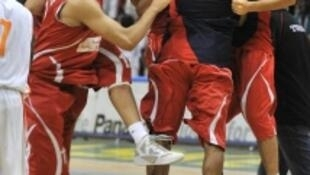 L'équipe de Tunisie de basket-ball en fête.