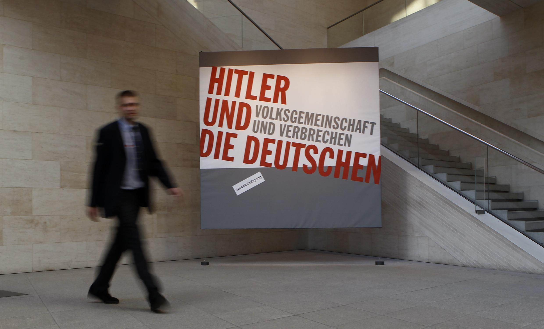 """Афиша выставки """"Гитлер и немцы"""""""