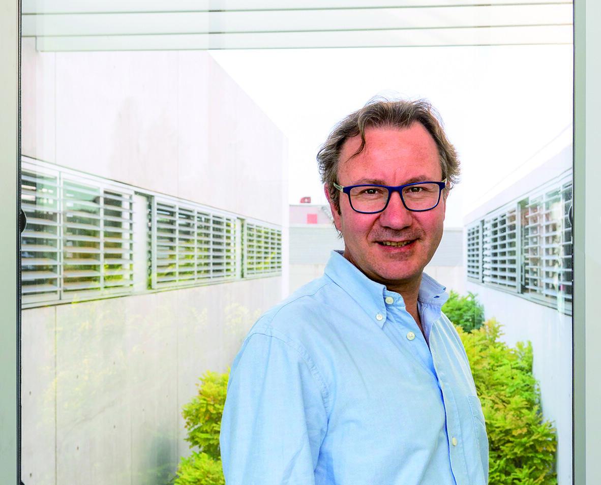 O pesquisador francês Sylvain Lehmann, que trabalha em um projeto sobre a proteína Spike