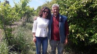Paola Nastasi et son père, producteurs d'agrumes en Sicile en circuit court, fondateur de Bio Sicula.