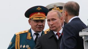 Президент России Владимир Путин и министр обороны Сергей Шойгу (архивное фото)