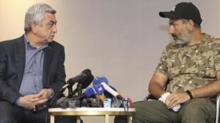 نشست سرژ سرکیسیان، نخستوزیر ارمنستان با نیکول پاشینیان، رهبر مخالفان در ایروان. یکشنبه ٢ اردیبهشت/ ٢٢ آوریل ٢٠۱٨