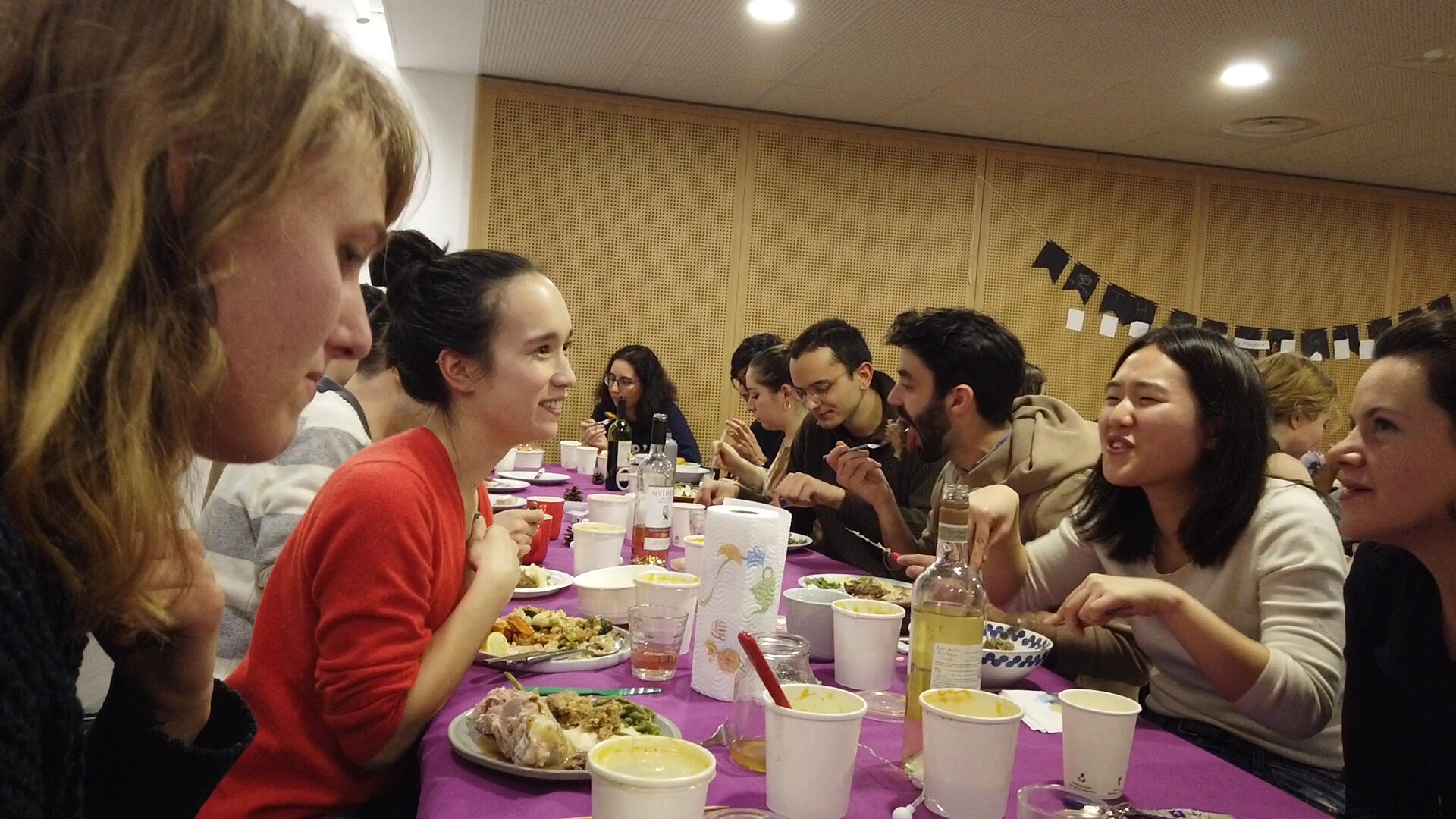 American students hold a large Thanksgiving banquet at the American Foundation in Paris