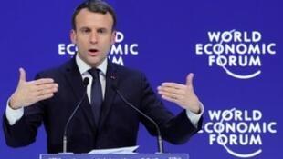 El presidente francés se dirige al público reunido con motivo del Foro Económico Mundial de Davos, Suiza, 24 de enero 2018