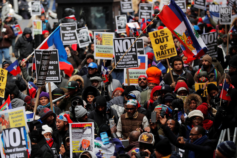 Cộng đồng người Haiti biểu tình phản đối phát biểu về nhập cư của tổng thống Trump, Manhattan, New York, ngày 19/01/2018.