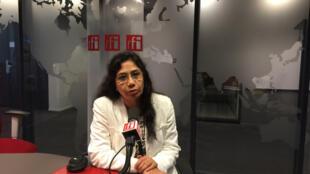 L'avocate iranienne Mahnaz Parakand dans les studios de RFI, le 4 décembre 2014.