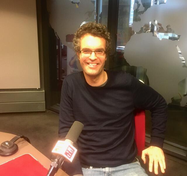L'écrivain français Hugo Boris en studio à RFI (février 2020).
