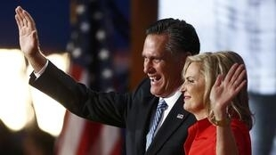Mgombea wa uraisi kwa tiketi ya Republican Mitt Romney akiwa na mkewe Anna Tampa,katika mkutano wa chama cha Republican.