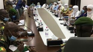 Les militaires du Comité national pour le salut du peuple ont consulté les groupes armés signataires de l'accord de paix sur la poursuite de l'application de l'accord et sur les modalités de la transition politique au Mali, le 1er septembre 2020.