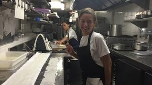 Анна Романова на кухне ресторана Akrame