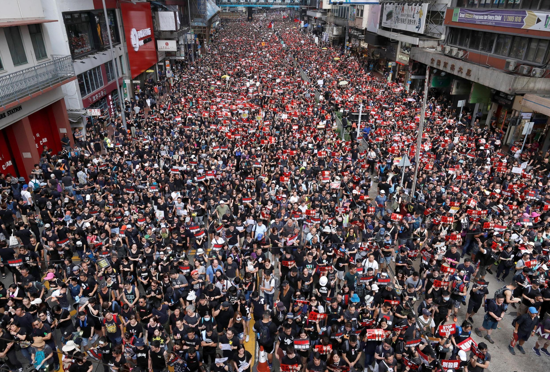 Manifestantes protestam com o executivo de Hong Kong( na China) e pedem o abandono da chamada lei  da extradição. 16 de Junho de 2019