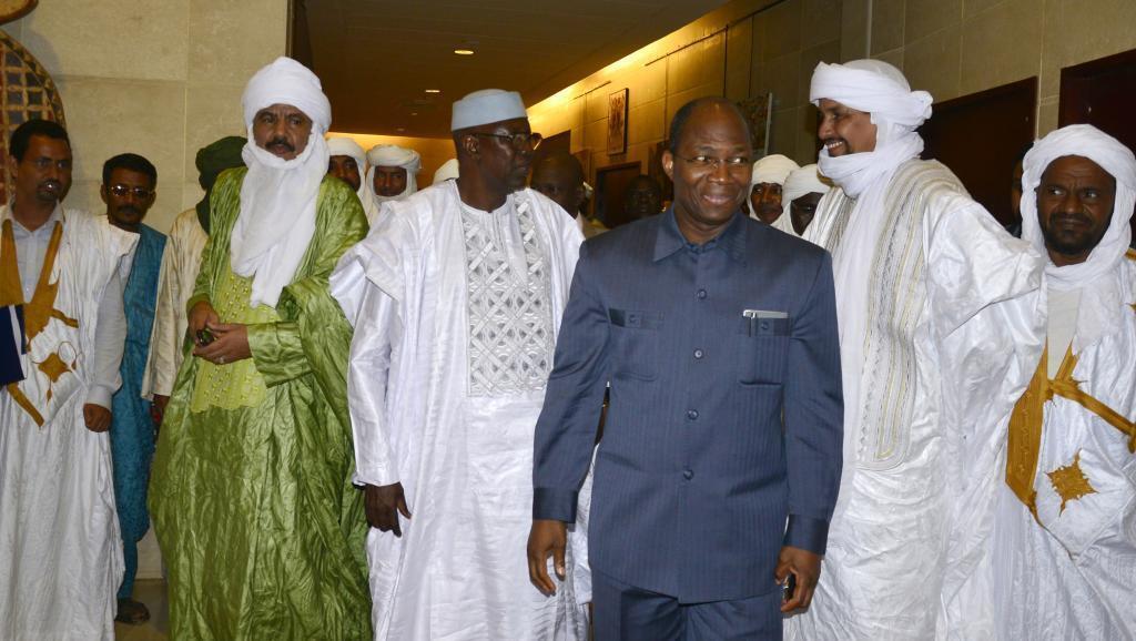 Waziri Mkuu Modibo Keïta (wa 3 kushoto), aliyekuwa pia mwakilishi wa Mali katika mazungumzo ya amani na makundi ya waasi, atasafiri Jumanne Februari 10 Algiers.