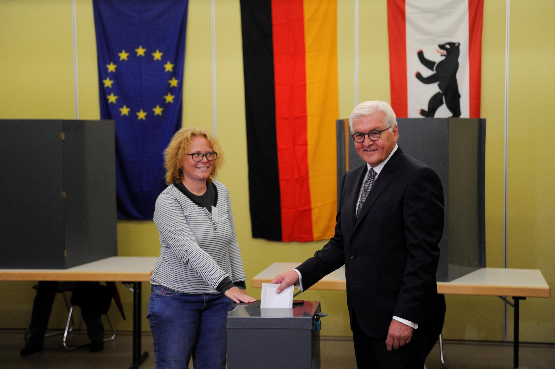 Tổng thống Đức Frank-Walter Steinmeier (P), bỏ phiếu tại Berlin, ngày 24/09/2017