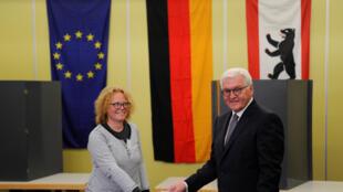 Le président allemand, Frank-Walter Steinmeier, vote, à Berlin, le 24 septembre 2017.