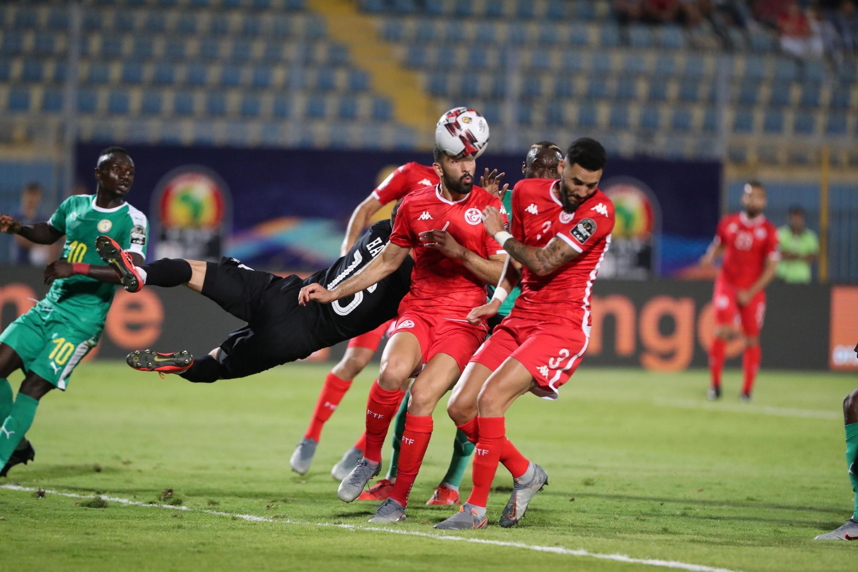 L'erreur de Mouez Hassen a conduit au but contre son camp de Dylan Bronn lors de Sénégal-Tunisie.