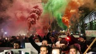 Митинг у здания парламента Грузии вечером 25 ноября 2019