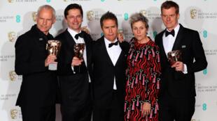 Từ trái qua: Martin McDonagh, Peter Czernin, Sam Rockwell, Frances McDormand và Graham Broadbent, nhóm làm phim 'Three Billboards Outside Ebbing Missouri', tại lễ trao giải thưởng BAFTA Awards, Luân Đôn ngày 18/02/2018.
