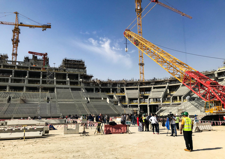 Les travailleurs étrangers sur le chantier du stade de Lusail, le plus grrand de la Coupe du monde 2022, le 15 décembre 2018