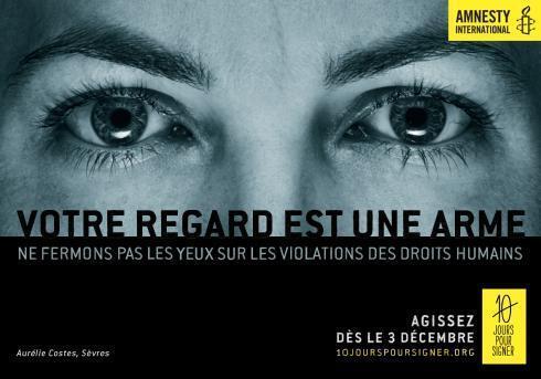 Bích chương chiến dịch của AI : Cái nhìn của bạn là vũ khí. Ảnh Amnesty International