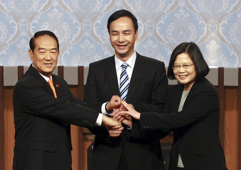 Ba ứng cử viên tranh cử tổng thống Đài Loan năm 2016 trước cuộc tranh luận đầu tiên, ngày 27/12/2015, Đài Bắc.