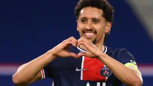 Le défenseur brésilien du Paris-SG, Marquinhos, fête son but lors du match de Ligue 1 à domicile contre Reims, le 16 mai 2021