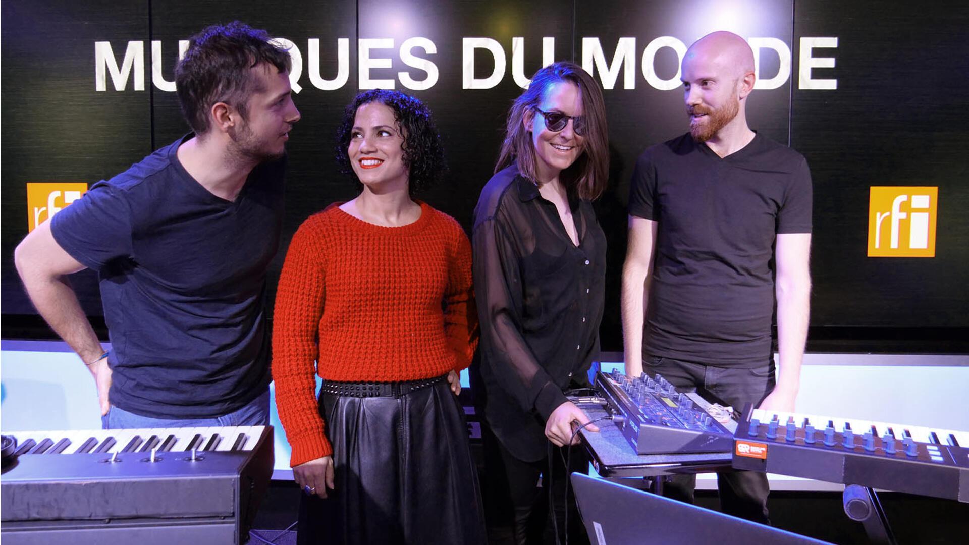 Emel Mathlouthi et ses musiciens à RFI.