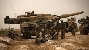 Chiến xa Leopard, do Đức chế tạo, hoạt động tại Afghanistan, năm 2010.