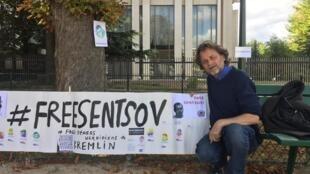 Кинорежиссер Кристоф Ружжиа стал первым участником бессрочной голодовки у посольства