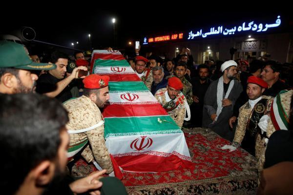 Le cercueil de Qassem Soleimani est arrivé hier dimanche en Iran à Ahvaz où il a été accueilli par une foule immense.