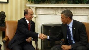 Le président Barack Obama (à droite) a rencontré le président Thein Sein, dans le Bureau ovale de la Maison Blanche. Washington, le 20 mai 2013.