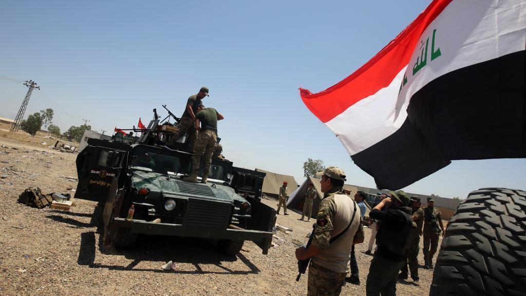 Tarehe 21 Mei 2016, jeshi la Iraq karibu na mji wa Fallujah, likiandaa shambulio la kuichukua ngome hiyo kutoka mikonomwa IS.