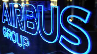 Un logotipo de Airbus en la planta del grupo aeronáutico europeo en Blagnac, al suroeste de Francia, el 26 de febrero de 2014