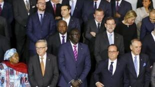 Les dirigeants européens et africains posent pour la traditionnelle photo de famille, à La Valette, le 12 novembre 2015.