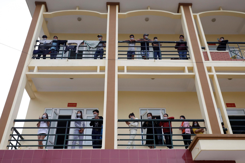 Người Việt trở về từ Trung Quốc được cách ly tại một căn cứ quân sự, Lạng Sơn, ngày 20/02/2020.