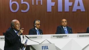 国际足联主席布拉特拒绝辞职并呼吁团结共度难关