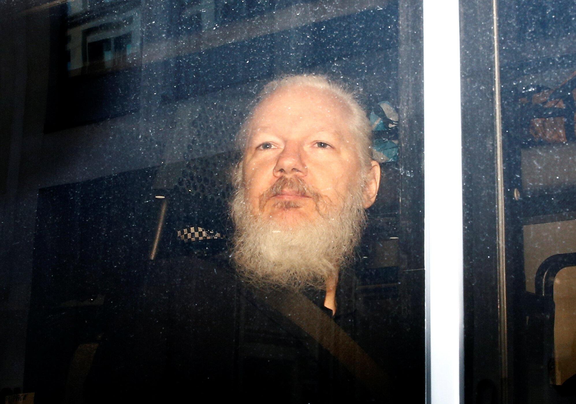 Julian Assange, hoje dia 11 de Abril de 2019, aquando da sua detenção.