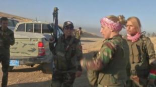 Combatientes kurdas en el frente de batalla de Mosul, 17 de octubre de 2016.