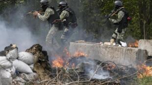 Dakarun Ukraine a lokacin da suke kai hari kan 'yan a ware gabashin kasar