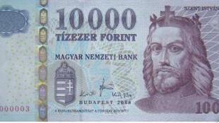 Un billet de 10.000 forint, la monnaie locale hongroise.