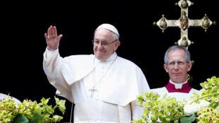 Papa Francisco na tradicional missa de Páscoa na praça de S. Pedro em Roma
